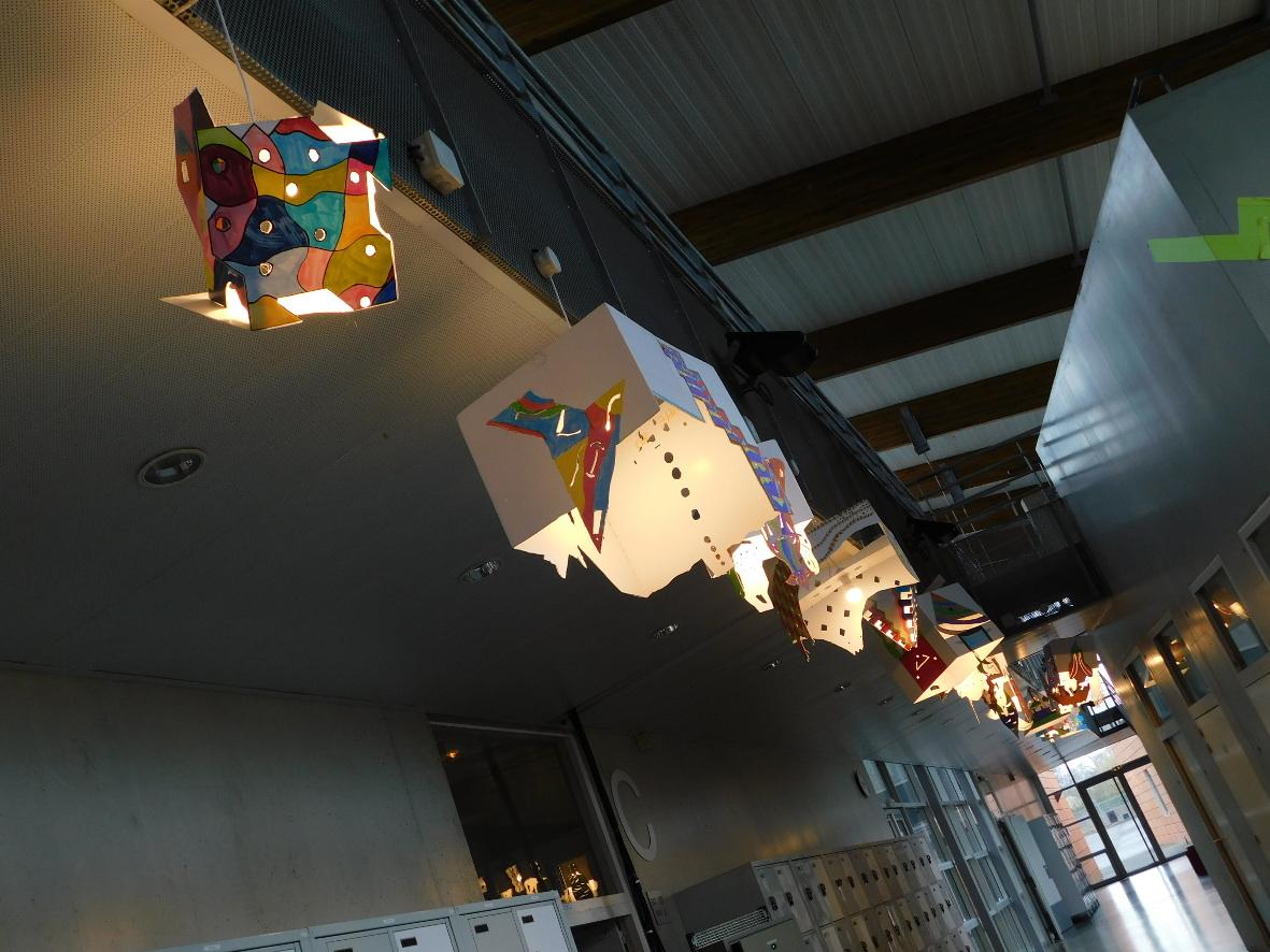 Journée Porte Ouverte 2018 - Luminaires réalisés lors d\'un projet interdisciplinaire Art Appliqués / Electrotechnique